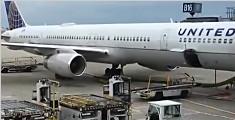 美联航强制赶客:华人乘客被拖离飞机 面部受伤