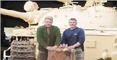 英收藏家花25万买坦克 油箱中竟藏价值千万金条