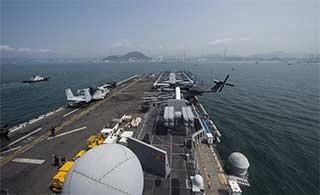 美两栖攻击舰结束访问离开香港