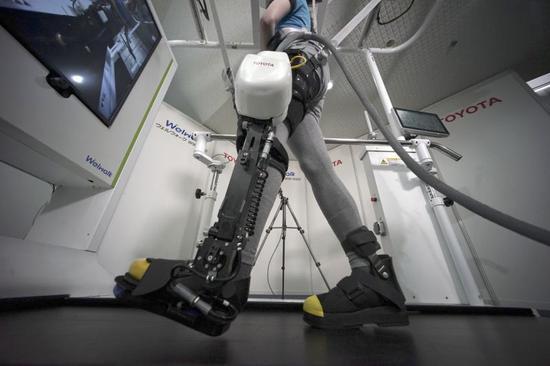 丰田今年底推出康复机器人 出租行走辅助系统