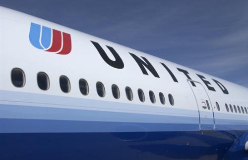美联航服务不力屡引愤怒 曾因摔坏歌手行李市值狂跌