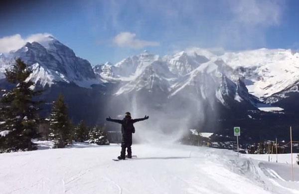 加滑雪爱好者挑战穿越积雪漩涡柱被瞬间吞没