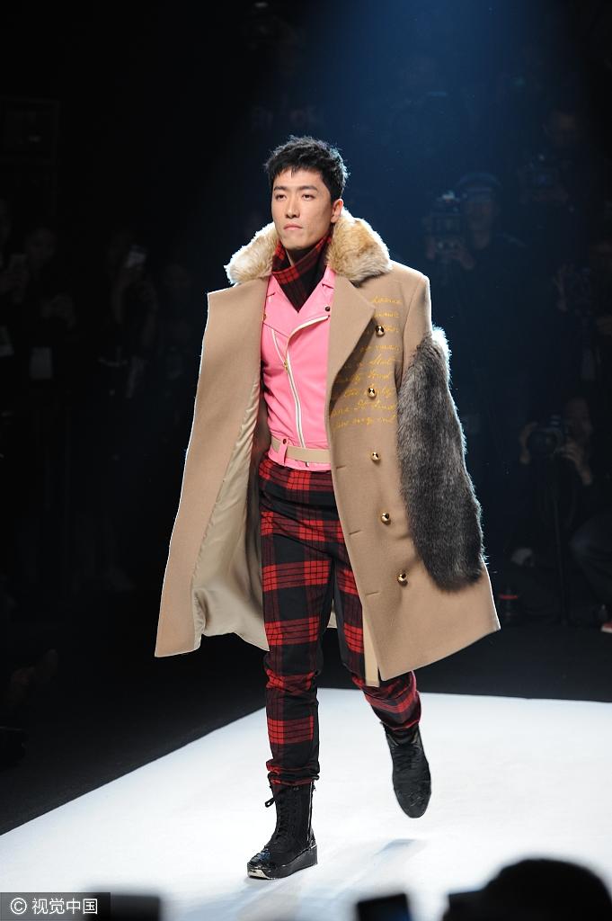 上海时装周刘翔为好友站台 变男模霸气走秀