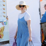 2019-10-21,安妮·海瑟薇 (Anne Hathaway) 好莱坞农贸市场街拍
