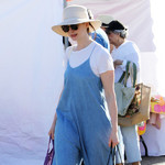 2019-08-19,安妮·海瑟薇 (Anne Hathaway) 好莱坞农贸市场街拍
