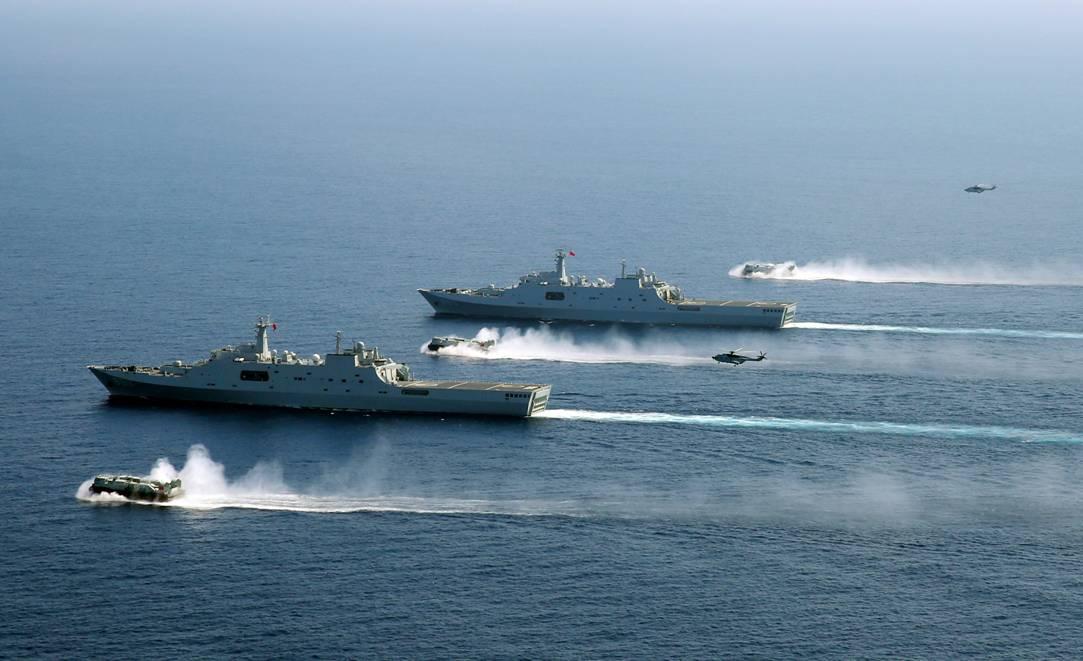 南海舰队两栖登陆兵力演练夺岛 国产气垫船亮相