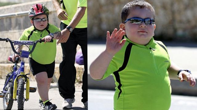 要么奔跑要么死!8岁男孩练铁人三项保命
