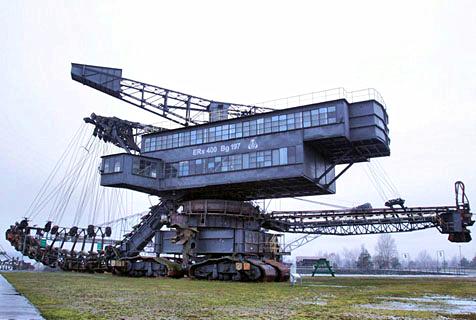 德煤矿废弃挖掘机每台重达2000吨