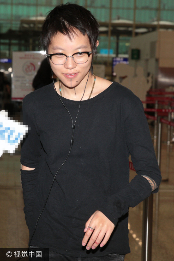 窦靖童否认为妹刺青 未听闻王菲再婚图片