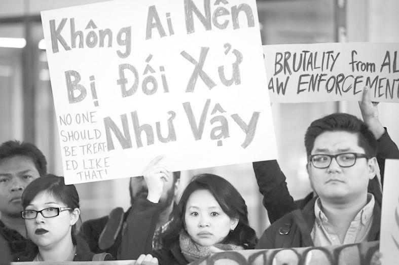 越南舆论痛斥美联航暴力赶客 越网友:比美国自诩..