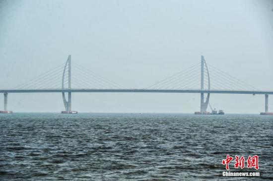 港珠澳大桥计划于今年5月底实现主体工程全线贯通