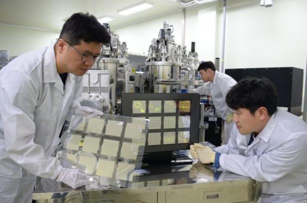 韩国研发石墨烯OLED面板 未来甚至可以穿在身上