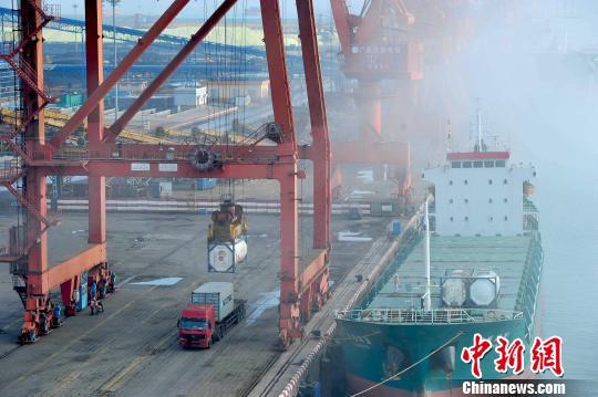 海关总署:全球与国内经济改善 中国外贸持续回稳向好