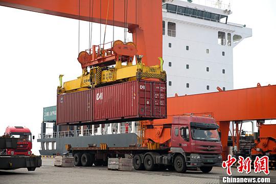 中国外贸现近三年来首次月度逆差 海关总署:正常现象