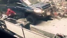 大批枪弹被劫!皮卡车冲入枪店 30秒洗劫一空