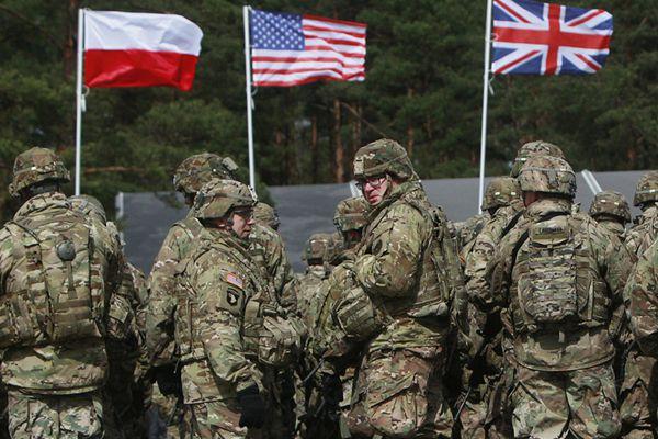 北约联军士兵集结波兰 波兰举行欢迎仪式