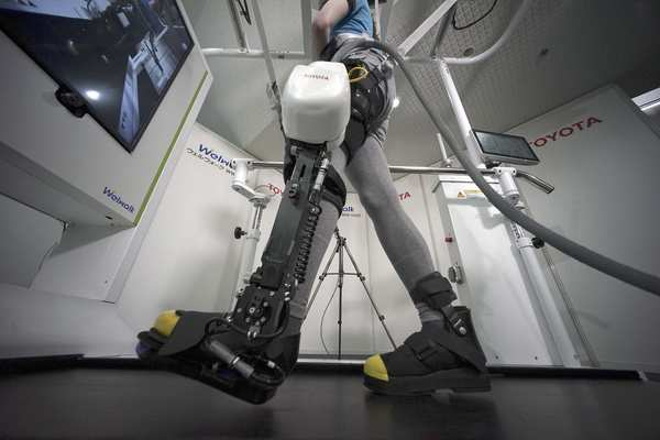 丰田推出辅助机器人 欲助下肢瘫痪者再次行走
