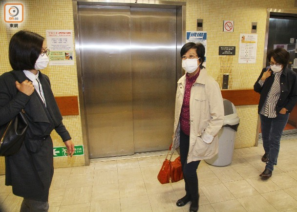 曾荫权哮喘发作被押送就医 其妻探望拒不回应病情