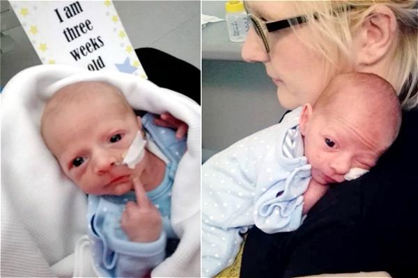 英妈妈拍照庆祝宝宝3周大 被小家伙竖中指