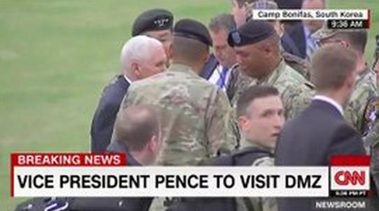 美国副总统彭斯抵达半岛三八线附近 访问军营