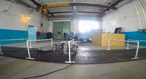俄罗斯机器人学会双手射击 日后将上太空工作