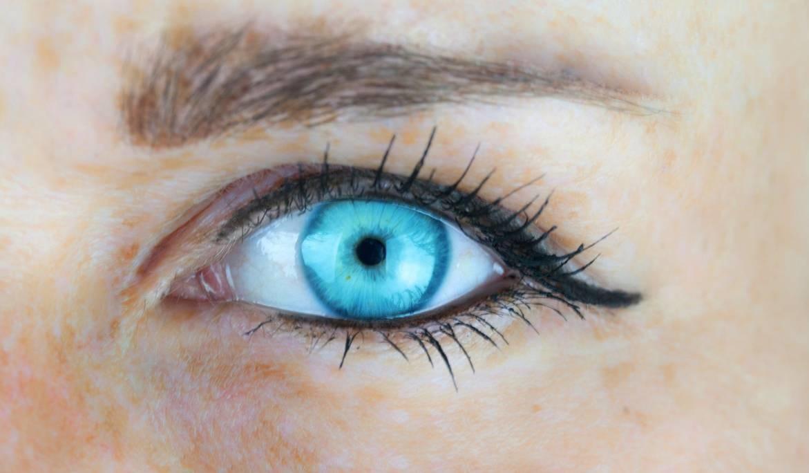 眼科专家详解白内障手术:老人可以和孙子比视力
