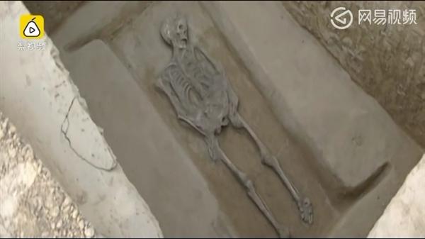 河南民房下惊现古墓群:大量白骨疑似活埋