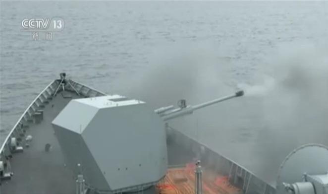 052D西宁舰首次使用武器训练 主炮攻击海上目标