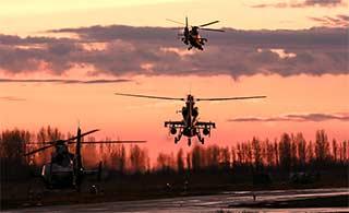 武装直升机暴雨后紧急升空演练