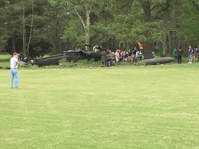 美军一架黑鹰直升机在首都华盛顿坠毁致1死2伤