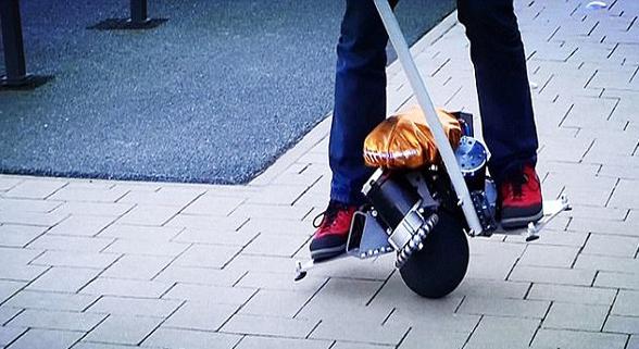 德工程师研发新型踏板车 球形轮胎保持平衡