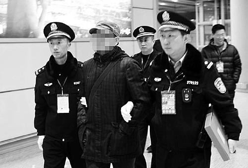 """揭""""红通""""79号储士林被劝返全程 涉贪污4000万"""