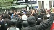 法国巴黎数百人举行反勒庞示威