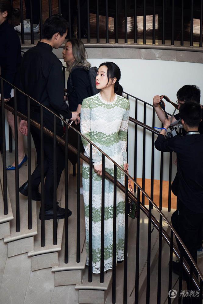李梦盛装出席时尚活动 独特气质获青睐晋升新宠