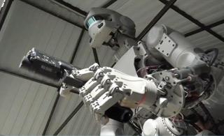俄战斗机器人掌握持枪射击技能 简直要逆天了