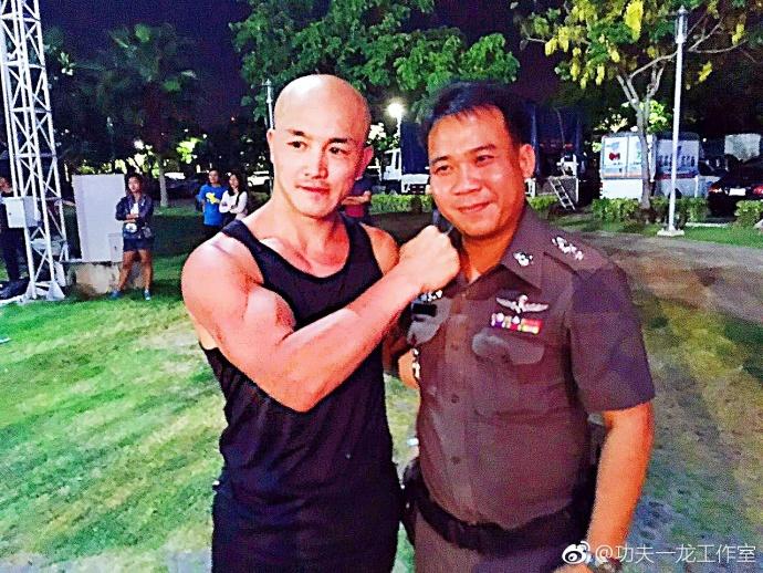 一龙成中方武术交流大使 泰国粉丝争相合影