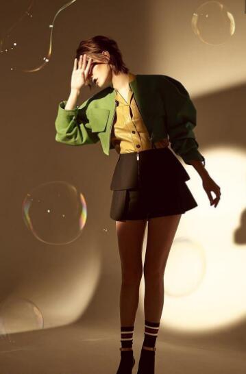 宋佳再登杂志封面 蕾丝睡衣诠释慵懒之风