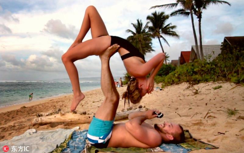 最佳秀恩爱姿势  情侣练着瑜伽把婚求【组图】 - 春华秋实 - 春华秋实 开心快乐每一天