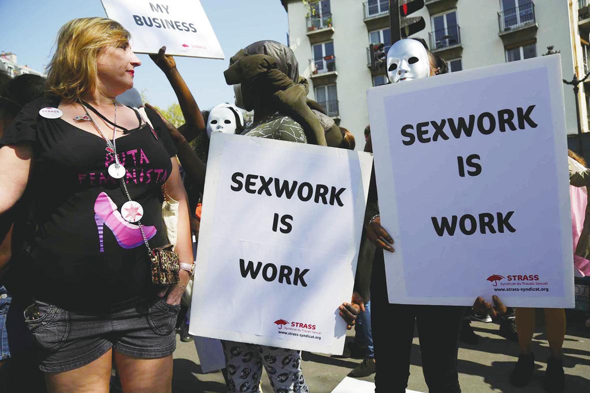 法国性工作者走上街头抗议罚嫖