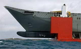 这艘半潜船连轻型航母都能运
