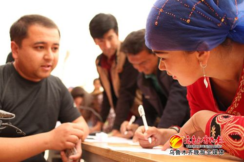 """新疆发展商会定制符合农民口味的""""扶贫菜单"""""""