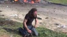叙自杀式袭击记者丢相机救人