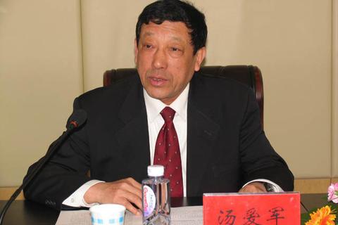 """呼和浩特原市长""""家庭式腐败"""":妻儿均涉案,全家获刑"""