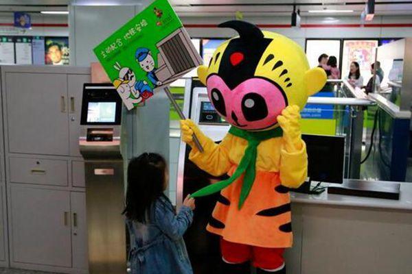 杭州地铁开出动漫专列