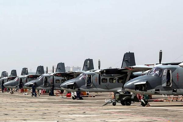 空降兵的运-12已成规模 排成一长列