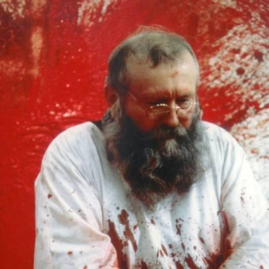 """奥地利艺术家在澳""""动物取血""""办展览遭万人抵制"""