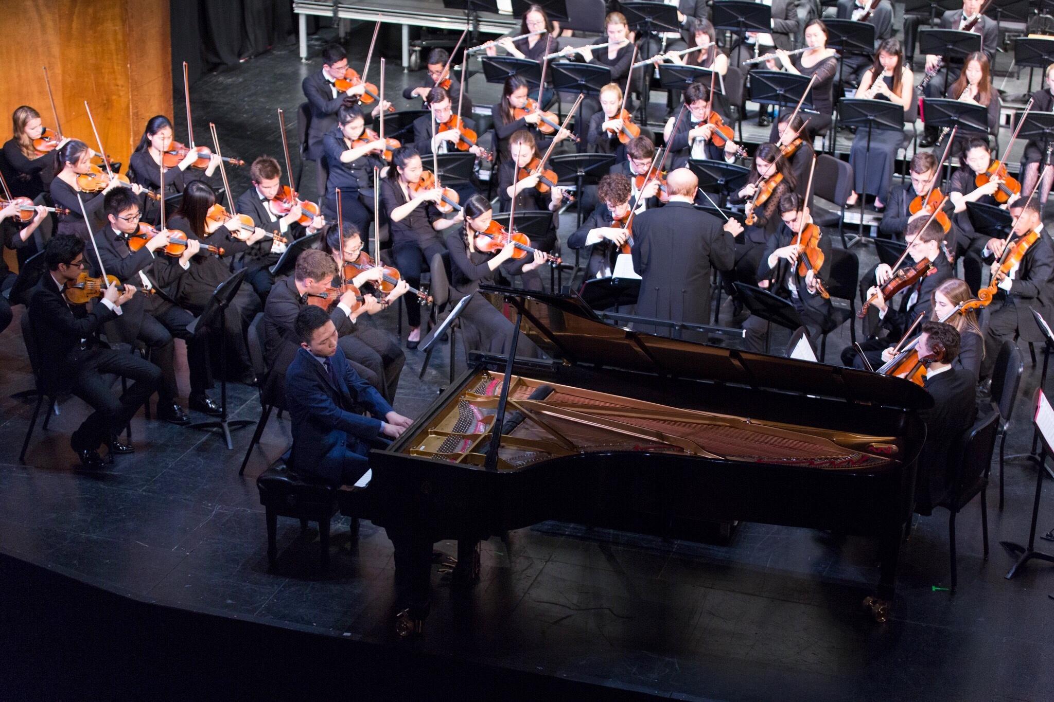 钢琴男孩获美国音乐名校全奖 每天苦练10小时