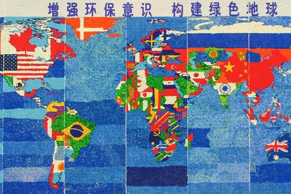 """吉林400名学生用30万废旧瓶盖拼成""""最牛世界地图"""""""