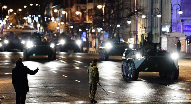 俄罗斯举行胜利日阅兵彩排 装甲车夜间开上街