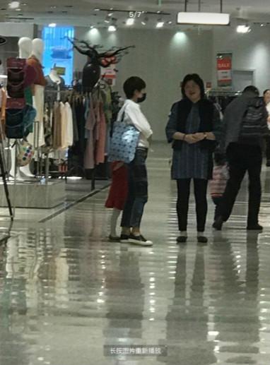 中国好媳妇!马伊琍和婆婆逛街 澳门金沙手机客户端说澳门金沙手机客户端笑
